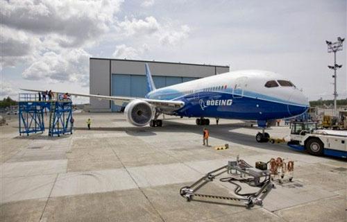 Сборка 787 Dreamliner приостановлена для инспекции хвостовой части