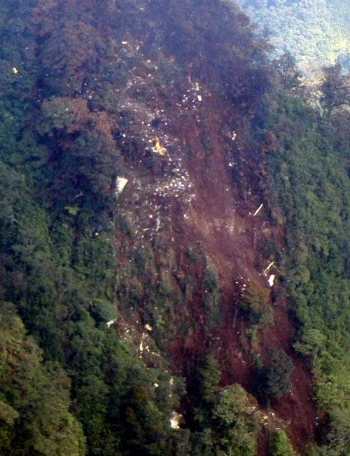 Обломки разбившегося в Индонезии Sukhoi Superjet-100