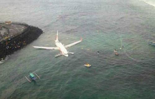 На Бали Боинг 737 сел на воду