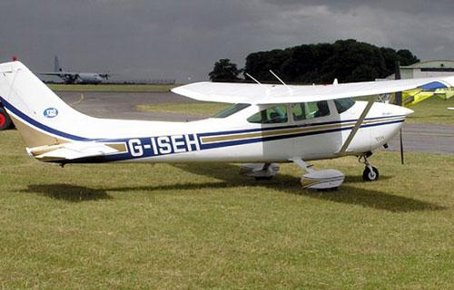 Четырехместный пассажирский самолет Cessna-182