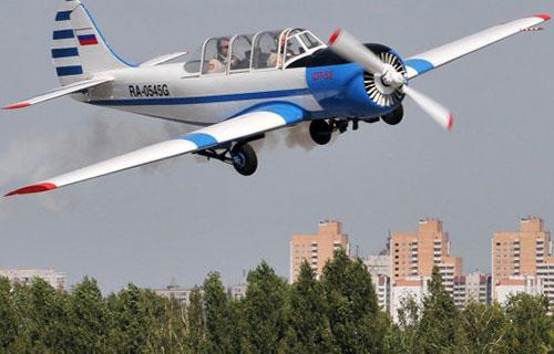 Легкий самолет Як-52