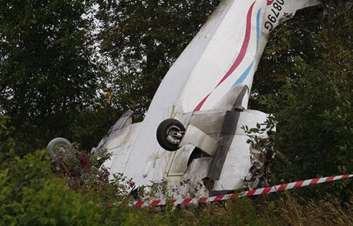 Обломки разбившегося во Франции легкомоторного самолета