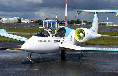 Электрический самолет E-FAN