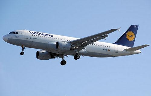 Самолет Airbus A320 немецкой авиакомпании Lufthansa