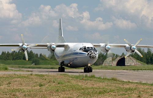 Военный самолет Ан-12