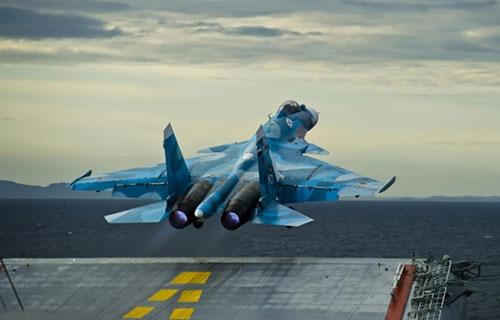 Российский истребитель Су-33