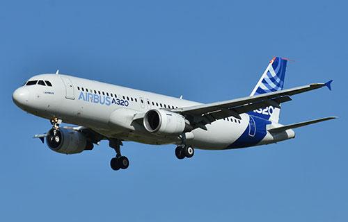 Пассажирский лайнер Airbus A320-200