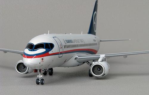 Российский пассажирский самолет SSJ-100