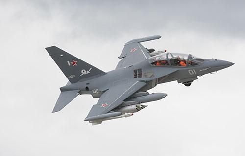 Легкий боевой самолет Як-130