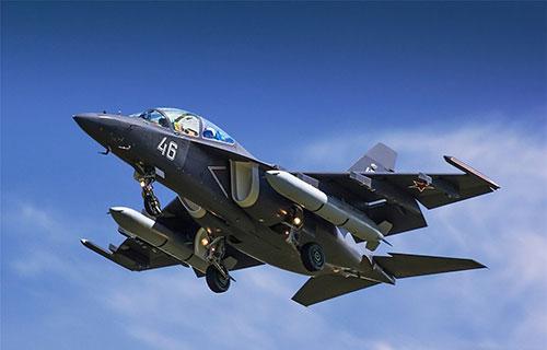 Учебный боевой самолет Як-130