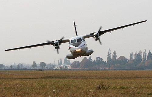 Двухмоторный самолет Let L-410 Turbolet